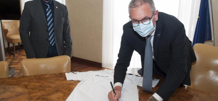 Cerimonia di donazione della maglia della Nazionale Italiana Sicurezza sul Lavoro Safetyplayers al Magnifico Rettore-1